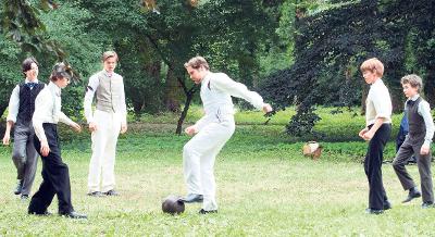 """Unidos por un sueño (2011) de Sebastian Grobler ha sido el filme del programa """"Salud en Curso"""" más utilizado, una excelente herramienta para tratar el deporte como herramienta desarolladora de valores, la presión de grupo y las relaciones paternofiliales."""