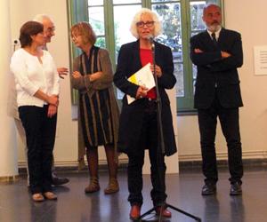Carme Solé Vendrell en un momento de su discurso con motivo de la exposición de algunas de sus obras en Alella (Barcelona).