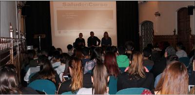 """La jornada presencial de Badalona contó con la asistencia de gran número de estudiantes y formadores que aprendieron a utilizar el material del programa """"Salud en Curso""""."""