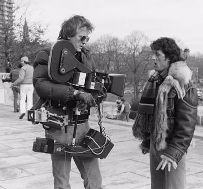 Garret Brown, inventor de la steadicam, con Sylvester Stallone durante el rodaje de Rocky (1976) de John G. Avildsen.