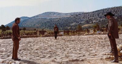 Duelo final de El bueno, el feo y el malo (1966) de Sergio Leone.