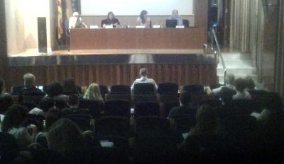 La moderación de la mesa redonda de las experiencias realizadas por las UPCCAs estuvo a cargo de Lourdes Cardona, Jefa de Sección de Prevención de Drogodependencias, y presentaron sus ponencias Antonio Belda, Mª José Gutiérrez Miñana y Albert Rodríguez Agut.
